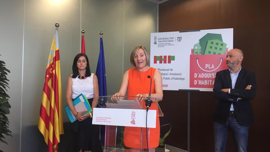 La consellera María José Salvador en la presentación del Plan de Adquisición de Viviendas