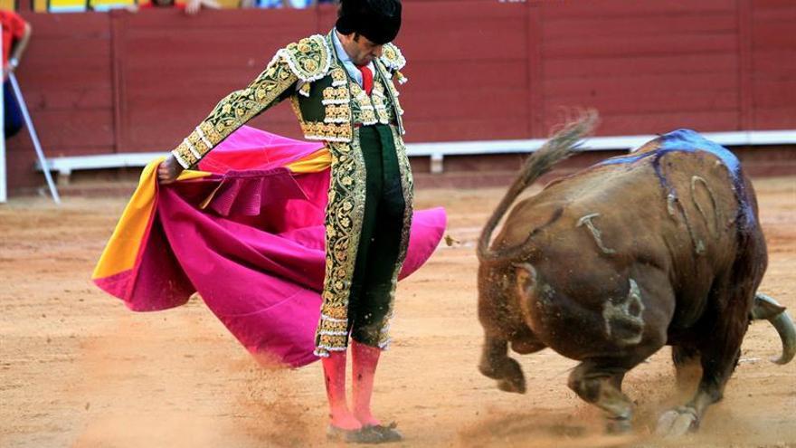 José Tomás llena la plaza y Perera se lleva los titulares en Algeciras