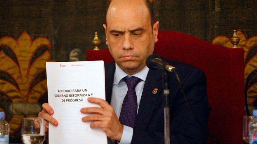 """Echávarri (PSOE) pide que Rajoy """"se desoxide"""" y negocie para formar gobierno"""