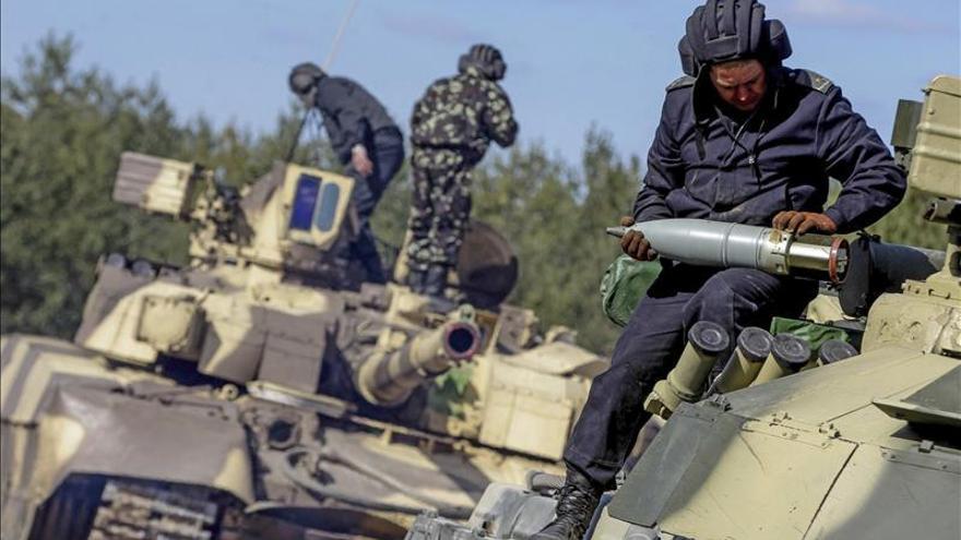 Yatseniuk advierte que el PIB de Ucrania puede caer el 7 % por el conflicto