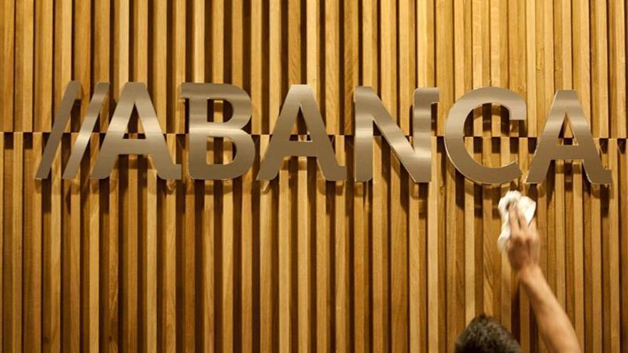 Una aplicación de Abanca permite a las empresas firmar operaciones desde el móvil