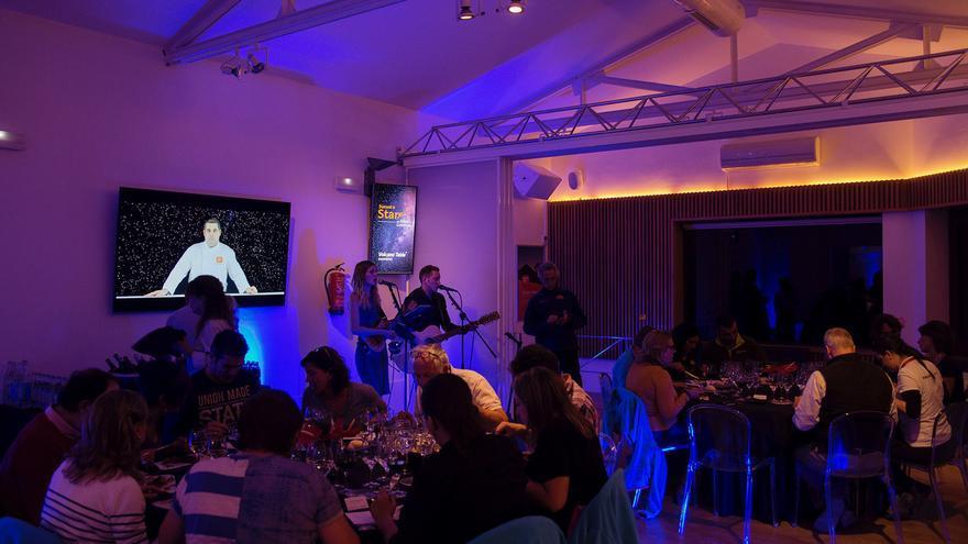 Servicio de cocina de la actividad 'Atardecer y estrellas', en el Teide