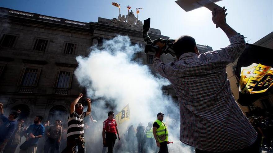 Generalitat pide civismo ante escalada tensión entre taxistas y chóferes VTC