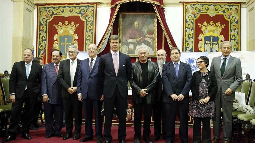 Víctor Manuel, Arturo Fernández y Carlos Casanueva reciben los premios ASICOM
