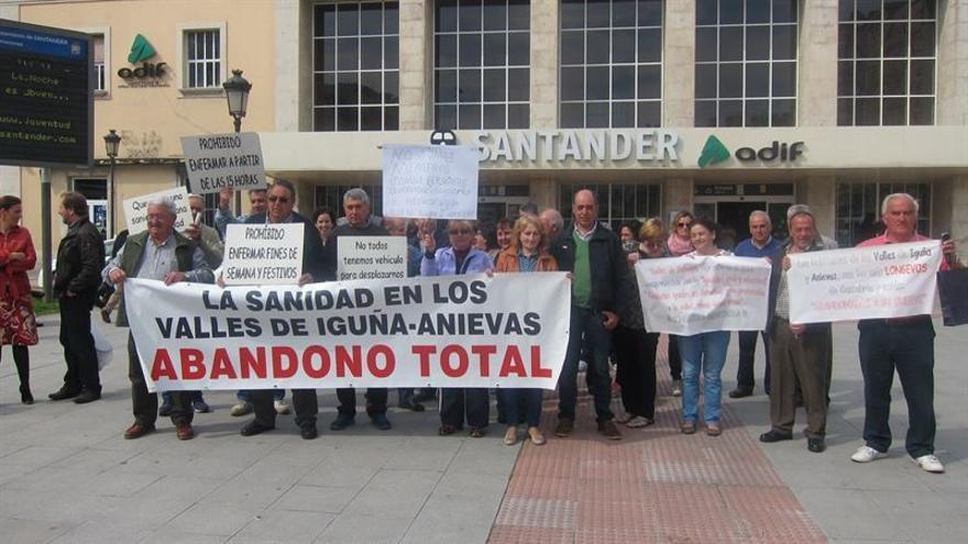 Manifestación en Santander en defensa de los servicios sanitarios en el ámbito rural.