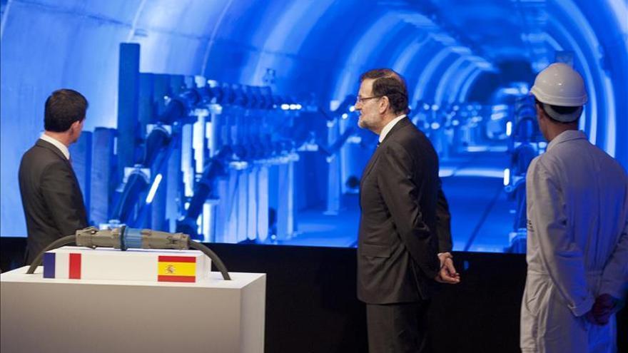 Rajoy y Valls inauguran un nuevo enlace que reducirá la factura eléctrica