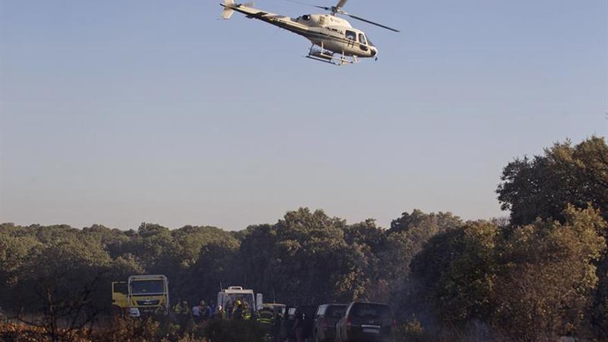 Los medios aéreos retoman la extinción en los incendios de Artana y Valldigna