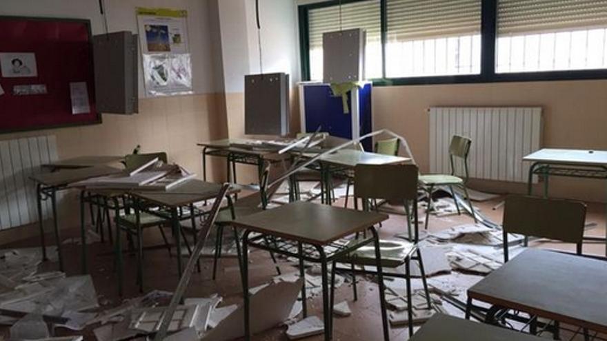 Estado del aula del colegio de El Casar de Escalona / Foto: Twitter José Manuel Perujo