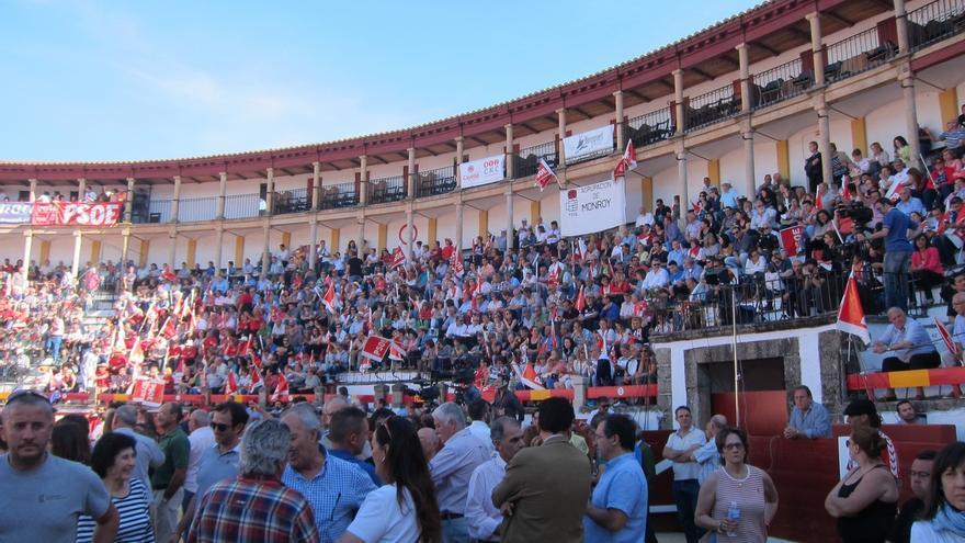 El PSOE reúne a más de 5.000 personas en Cáceres con Sánchez, Vara y Felipe González