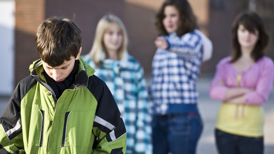 Hasta hace poco, meterse con el empollón o las novatadas eran consideradas algo normal en la vida escolar.