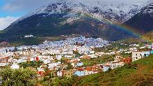 La medina de Chefchauen bajo las montañas nevadas . Giannis Pitarokilis (CC)