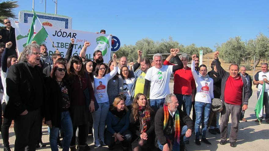 Parlamentarios y diputados reclaman ante la cárcel junto al SAT la libertad de Bódalo