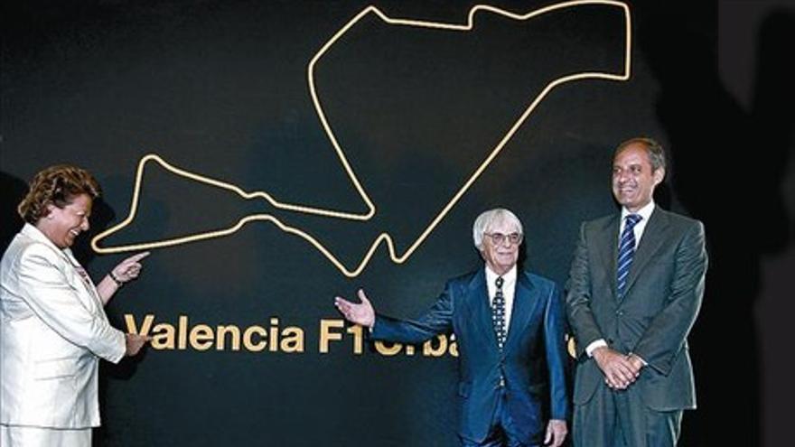 Rita Barberá, Bernie Eccleston, el patrón de la Fórmula 1, y Francisco Camps, en la presentación del circuito.