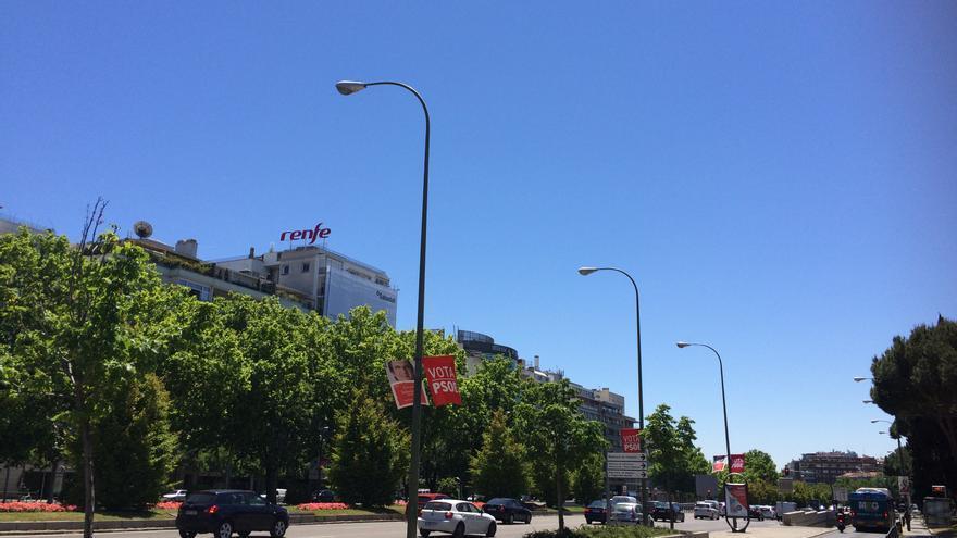 Foto del cartel ilegal de Renfe en la Castellana tomada la semana pasada. AMV