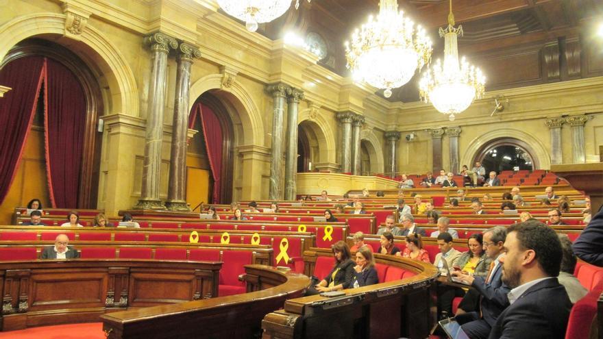 """El Gobierno advierte al Parlament que adoptará """"las medidas legales a su alcance"""" ante la resolución sobre el Rey"""