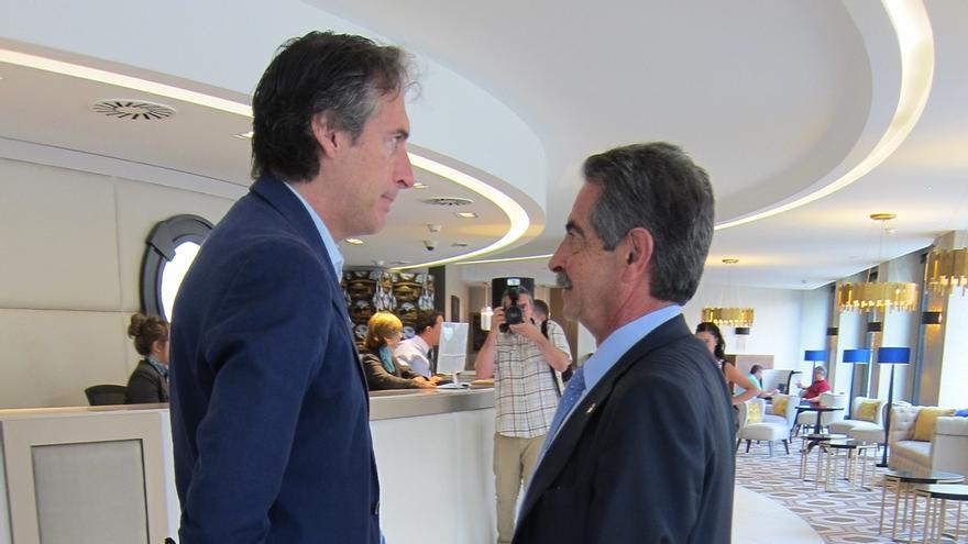 Revilla espera que De la Serna le concrete plazos de las obras del tren y el desfiladero de La Hermida