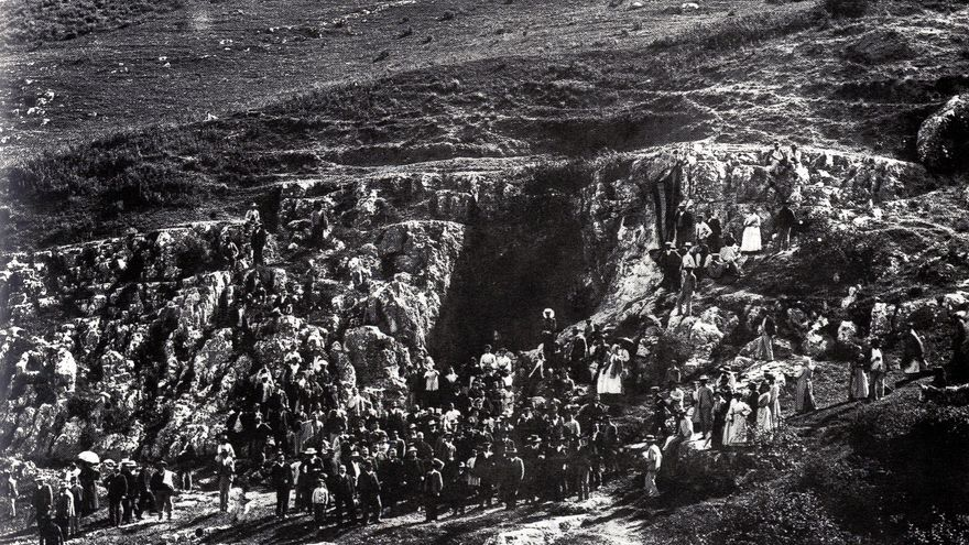 Visita a la Sima de Cabra en 1905