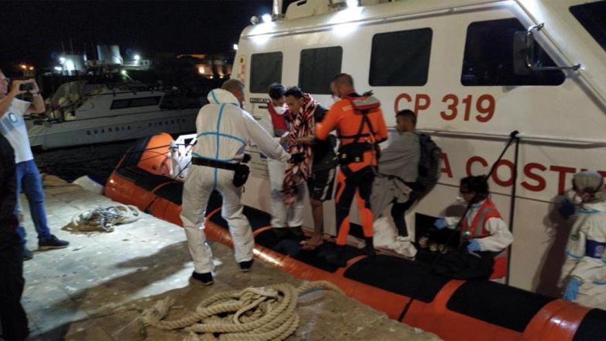 Cuatro migrantes son evacuados del Open Arms