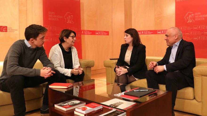 Representantes de PSOE y Más País en la reunión previa al anuncio