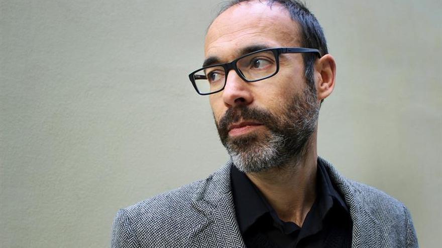 """Las defensas"", de Gabi Martínez, la historia de un neurólogo que enloqueció"