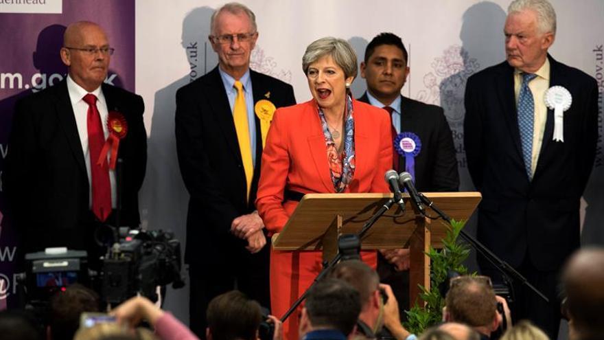 Los conservadores de Theresa May pierden la mayoría absoluta