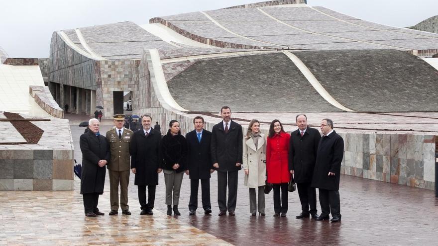 Autoridades en la inauguración de la Cidade da Cultura en enero de 2011