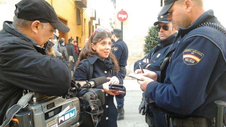 Los trabajadores de Nou se identifican ante la policía