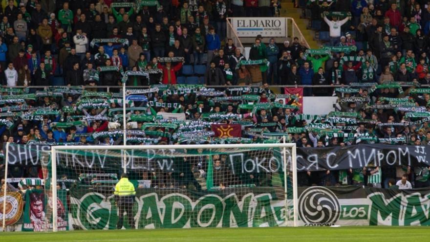 Imagen de La Gradona de Los Malditos durante un partido de la presente temporada. |