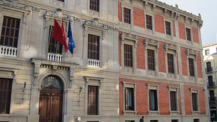 El Parlamento coloca este lunes una placa en homenaje a los cargos electos navarros asesinados en el 36