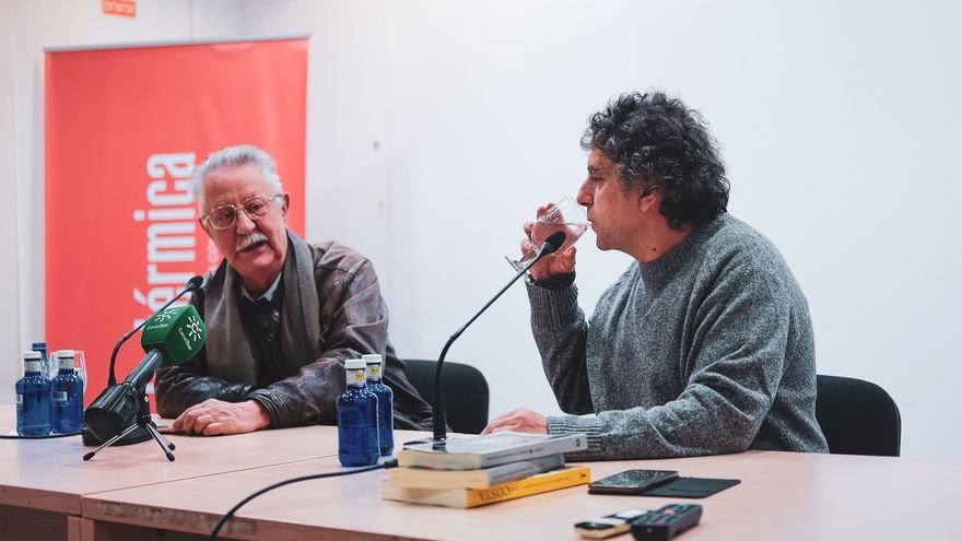 Nazario, con Jordi Costa durante la presentación de su libro | La Térmica / José Báez