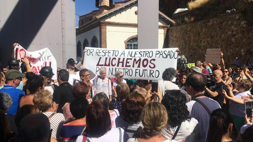 Protesta a las puertas de la mina de Almadén