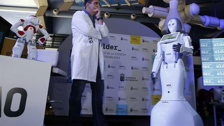 El Robot ADA, el primer humanoide español con aspecto femenino