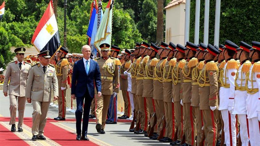 Morenés aborda la amenaza terrorista y la cooperación bilateral con Egipto