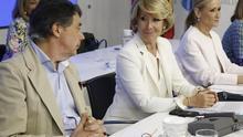 Ignacio González, Esperanza Aguirre y Cristina Cifuentes durante un acto en la sede del PP de Madrid.