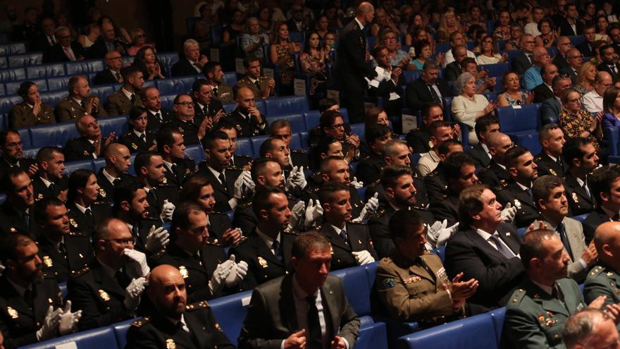 Asistentes al acto institucional del Cuerpo Nacional de Policía. (ALEJANDRO RAMOS)