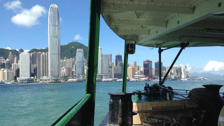 Un paseo en barco permite ver la ciudad en toda su dimensión.