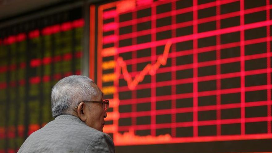 El Hang Seng pierde un 0,12 % a media sesión