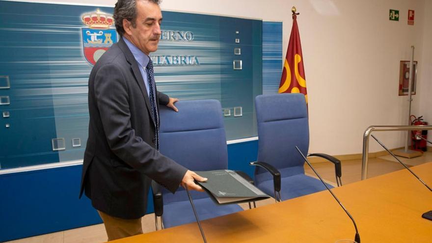 Industria adjudica la renovación del alumbrado público por otro más eficiente en once municipios de Cantabria