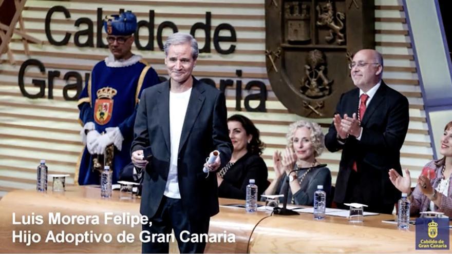 En la imagen, Luis Morera, tras recibir el título de Hijo Adoptivo de Gran Canaria, este viernes, en el Auditorio Alfredo Kraus.