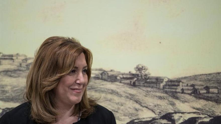 """Susana Díaz dice que estará """"vigilante"""" sobre negociación con los estibadores"""