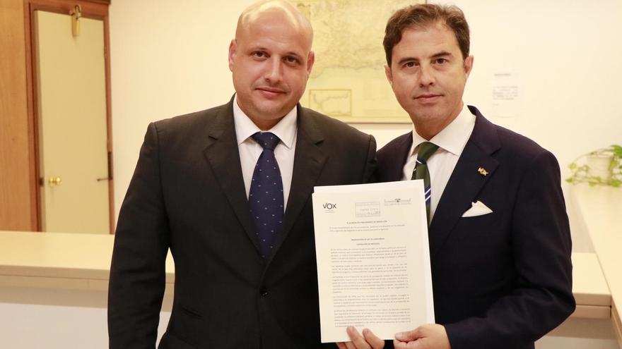 Vox registra en el Parlamento andaluz su Ley de Concordia, que plantea derogar la Ley de Memoria Histórica
