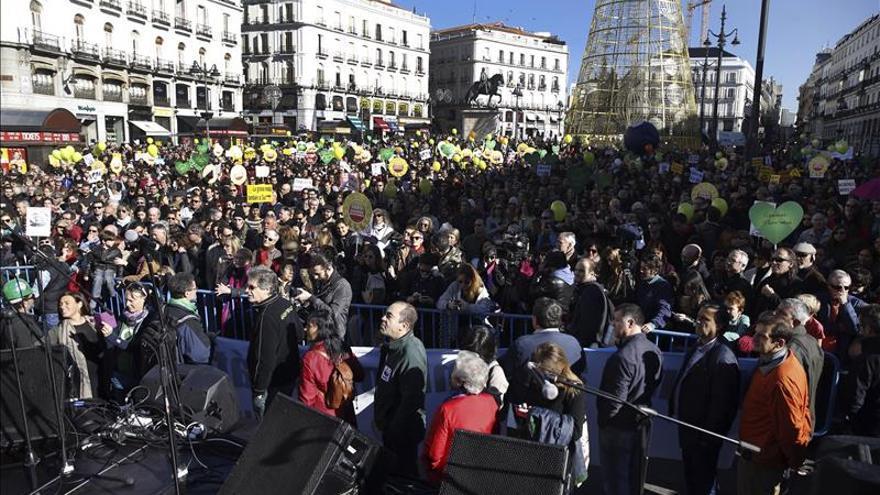 """Miles de personas marchan en Madrid contra el """"gravísimo"""" cambio climático"""