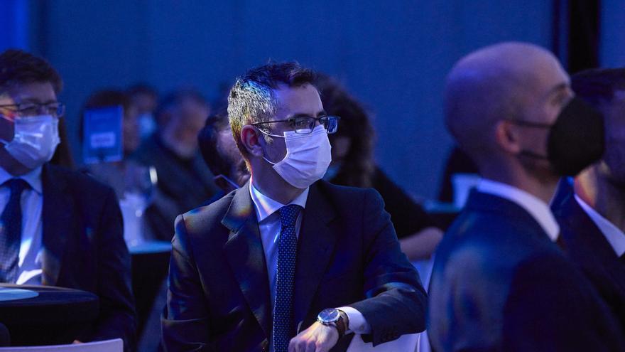 El ministro de la Presidencia, Félix López Bolaños (c), durante el acto de presentación del nuevo diario 'El Periódico de España' en el Hotel Riu Plaza de España, a 11 de octubre de 2021, en Madrid, (España).