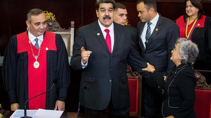 El chavismo ofrece diálogo para superar crisis por la legitimidad de Maduro