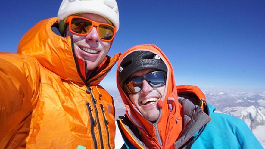 Tom y Ally, felices en la cima.