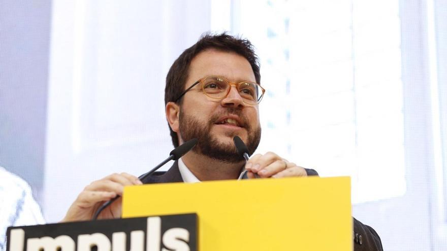 """Aragonès (ERC) dice que el PSOE quiere a la democracia """"con esposas, en un furgón policial y en prisión"""""""