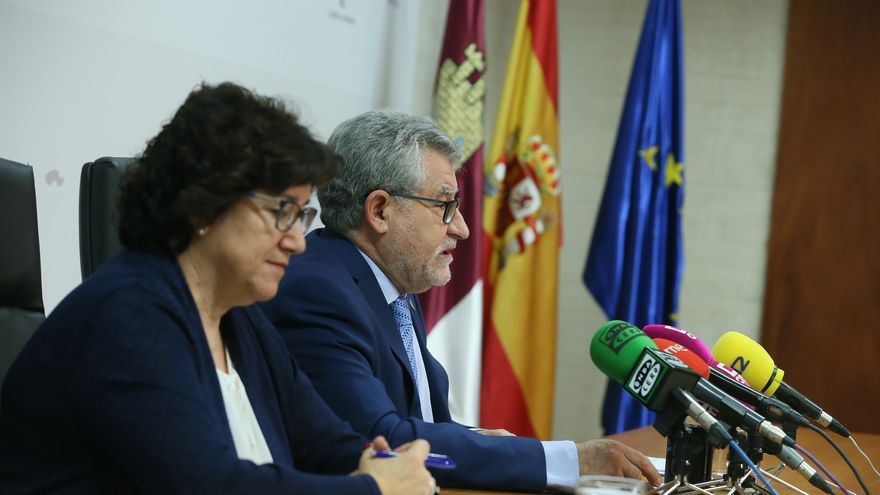 Felpeto junto a la viceconsejera de Educación, Universidades e Investigación, Mª Dolores López
