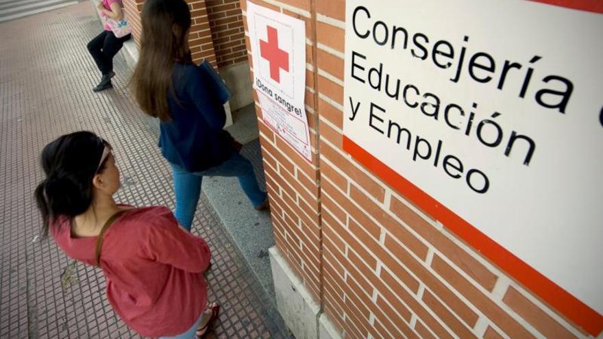 La baja emancipación y la precariedad laboral lastran a la juventud española