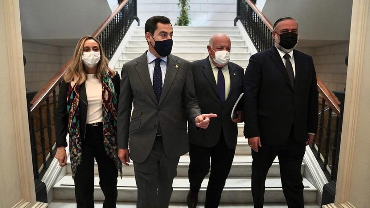 El presidente andaluz, Juan Manuel Moreno Bonilla, junto a miembros de su Gobierno.