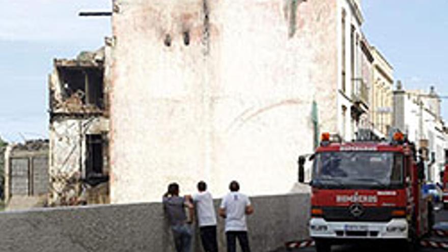 Demolidas las casas del incendio en Vegueta